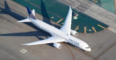 """United Defends Ending Middle Seat Policy, Calls It """"PR Strategy"""""""